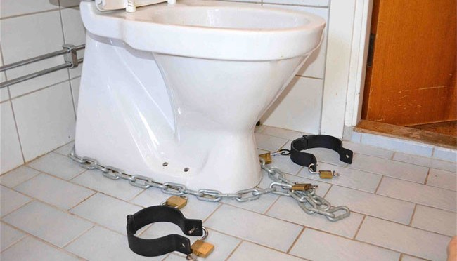 A Metalbond reader likes to get chained to the toilet
