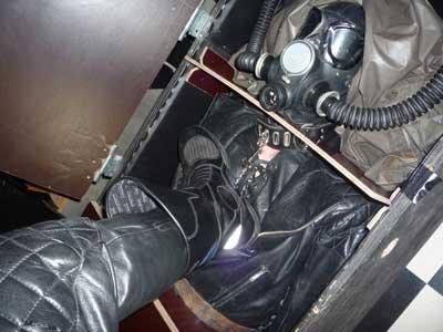 MetalbondNYC_severe_testicle_torture_leatherdog_06