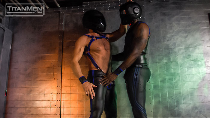 MetalbondNYC_gay_male_bondage_muscle_02