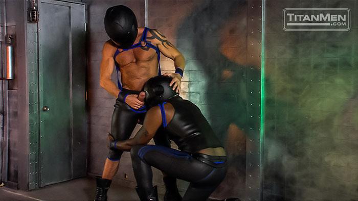 MetalbondNYC_gay_male_bondage_muscle_08