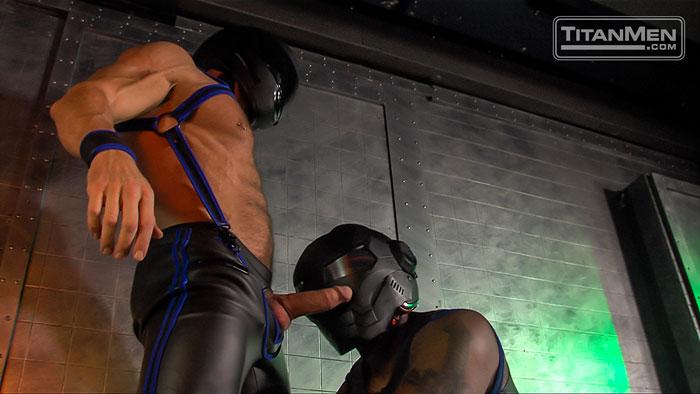 MetalbondNYC_gay_male_bondage_muscle_09