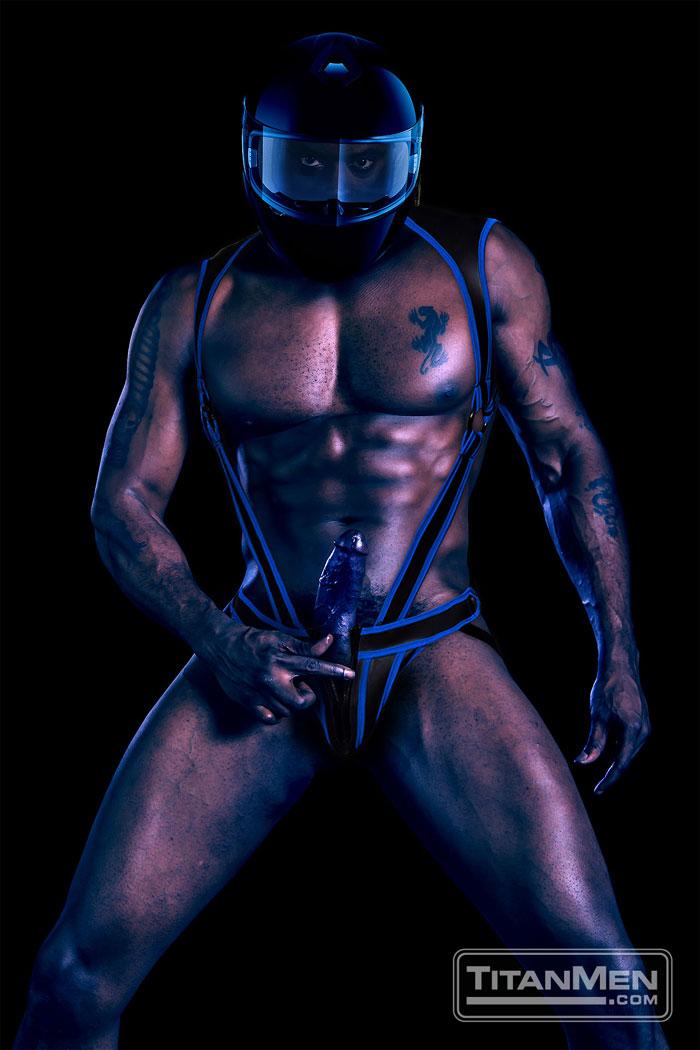MetalbondNYC_gay_male_bondage_muscle_d