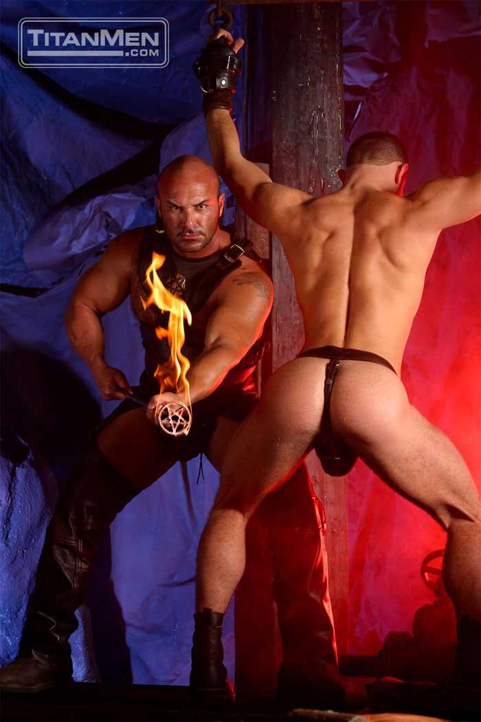 MetalbondNYC_gay_male_bondage_titan_03