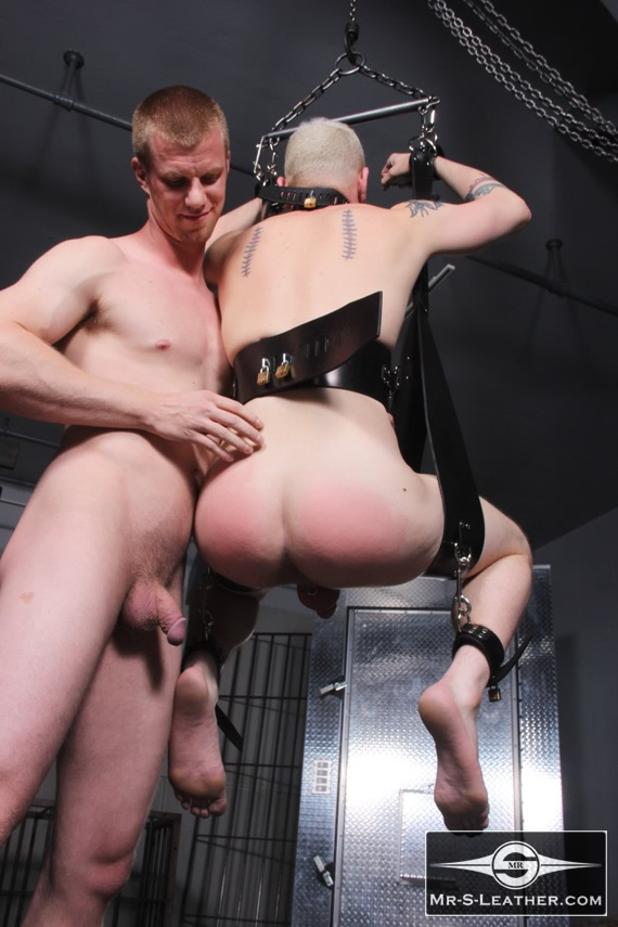 Gay_male_bondage_sling_04