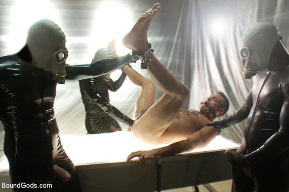 MetalbondNYC_rubber_gay_bondage_04