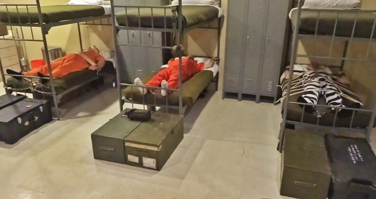 Men_In_Chains_Prisoners_in_the_Barracks_01