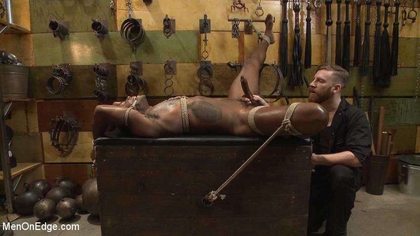 Osiris_Blade_gay_bondage_04