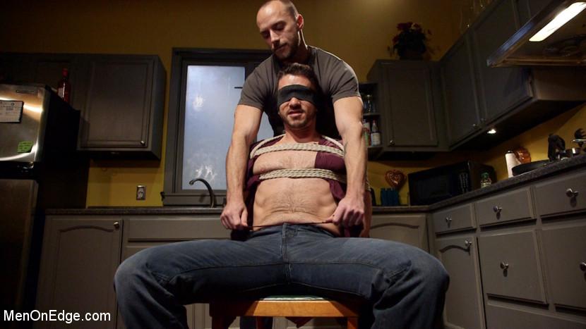 Owen_Powers_gay_bondage_01
