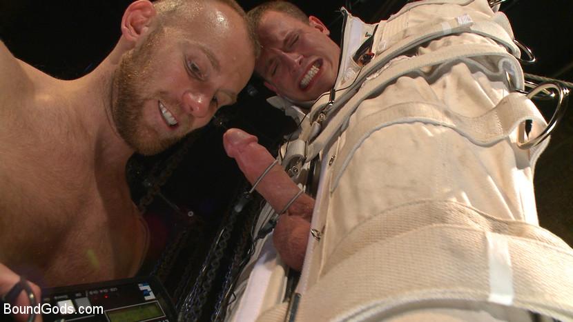 Tommy_Regan_Damien_Michaels_gay_bondage_03