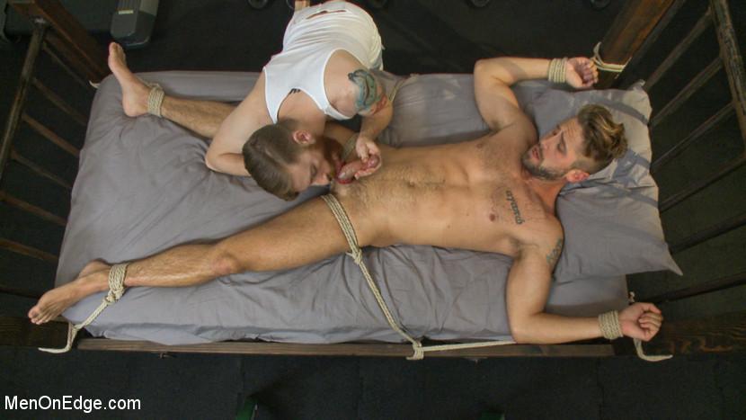 Wesley_Woods_gay_bondage_05