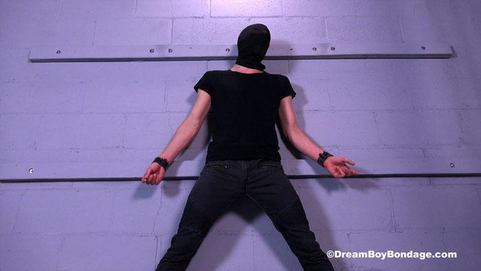 Dream_Boy_Bondage_01