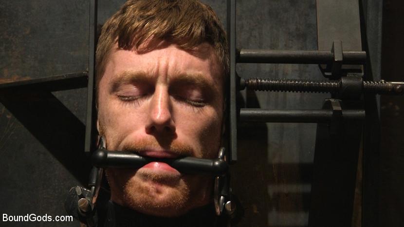 Jonah_Marx_Seamus_OReilly_gay_bondage_Cell_2_02