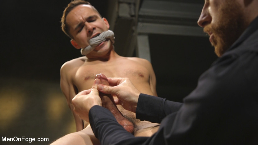 Max_Woods_gay_bondage_01
