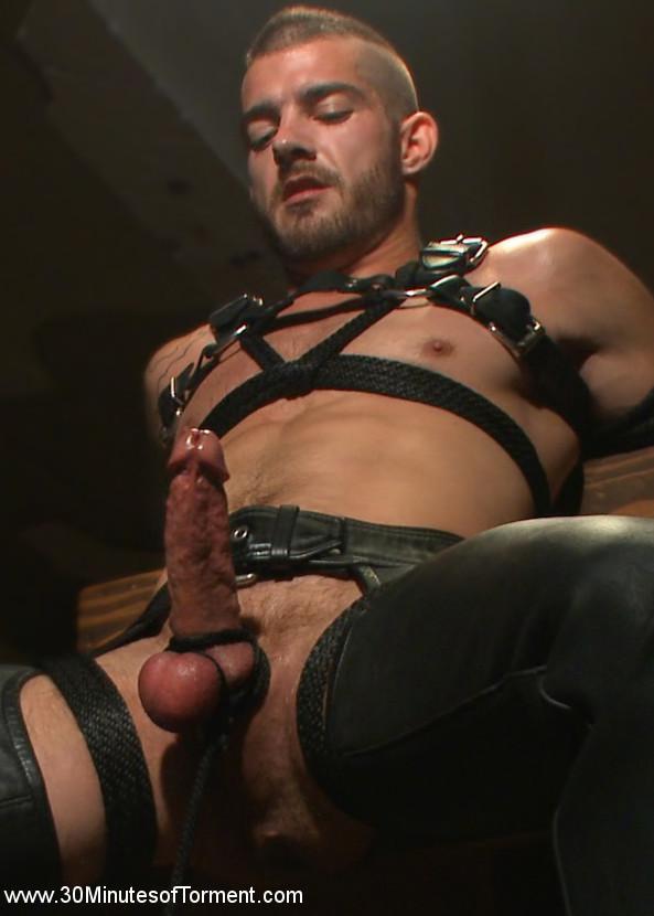 Tryp_Bates_gay_bondage_torture_vert