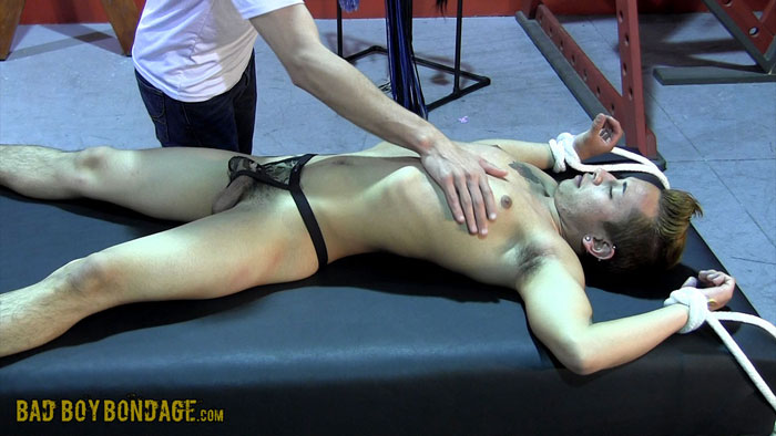 Twinks_in_bondage_gay_03