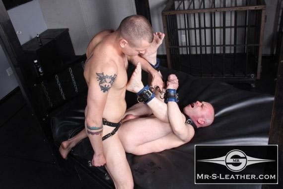gay_bondage_Padded_Locking_Wrist_Restraints_01