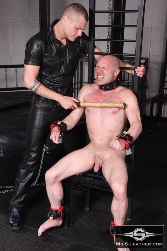 gay_bondage_Padded_Locking_Wrist_Restraints_02