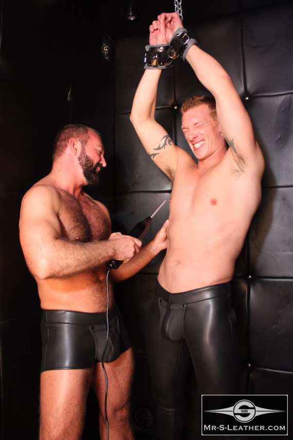 gay_bondage_Padded_Locking_Wrist_Restraints_03