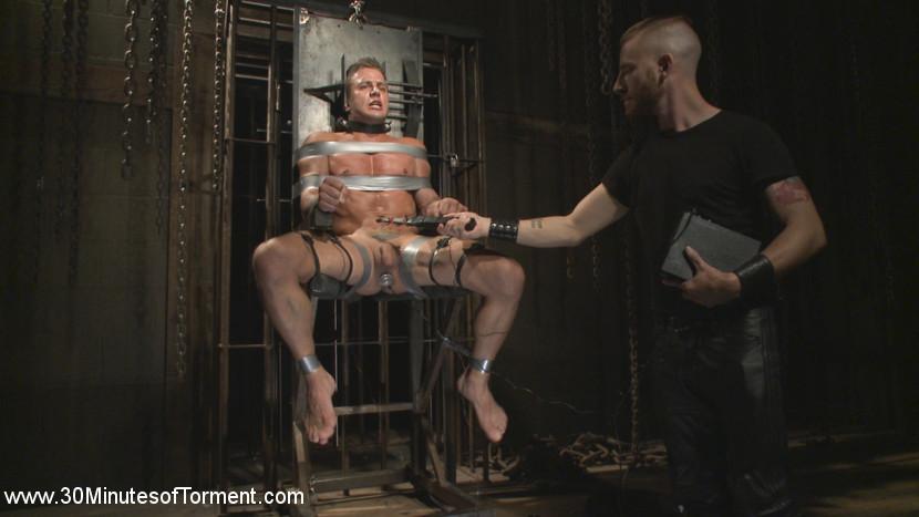 Alexander_Gustavo_gay_bondage_03