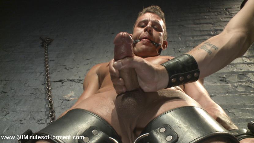 Alexander_Gustavo_gay_bondage_05