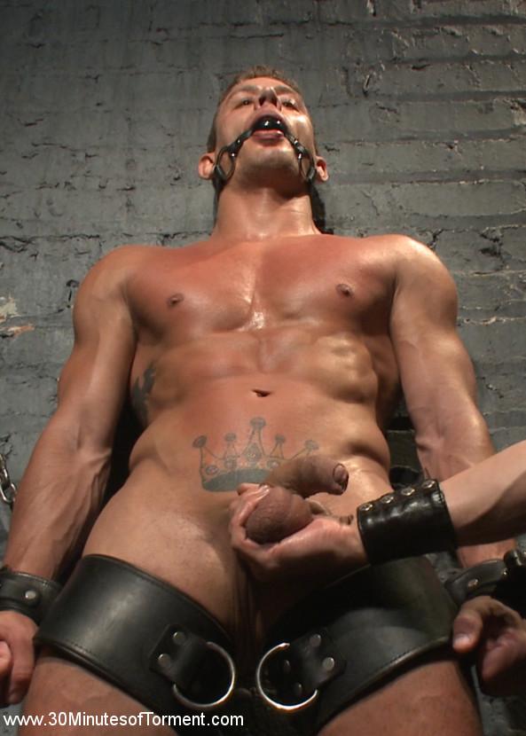 Alexander_Gustavo_gay_bondage_vert