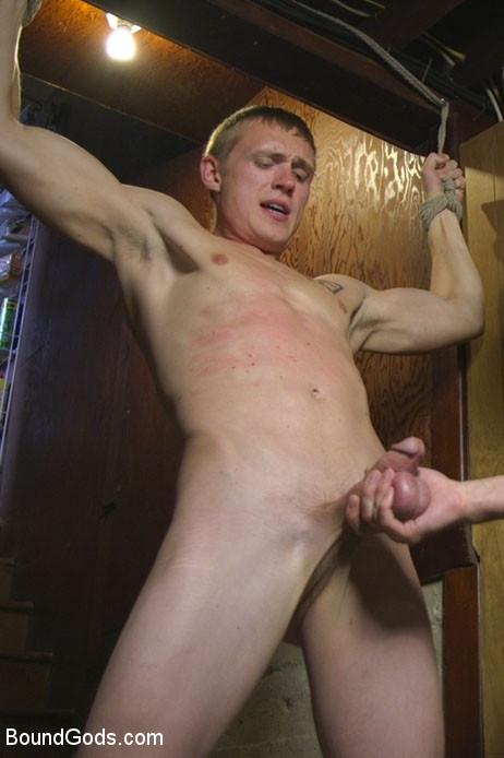 Zane_Anders_and_Sebastian_Keys_gay_bondage_vert
