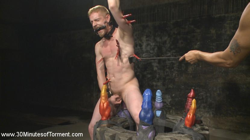 cody_winter_gay_bondage_04