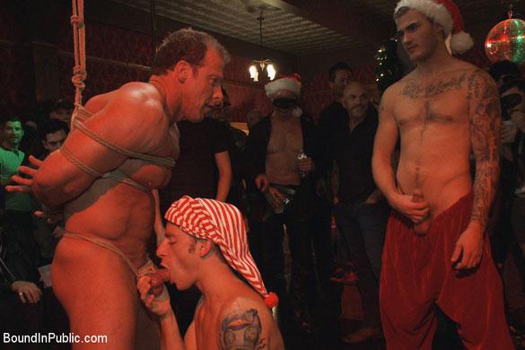 derek_pain_gay_bondage_01