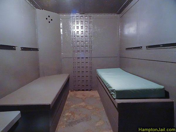 hampton_jail_metalbond_03