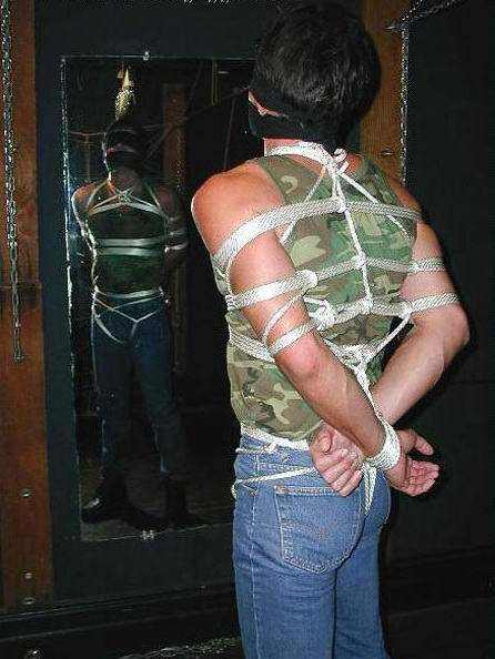men_tied_in_rope_08