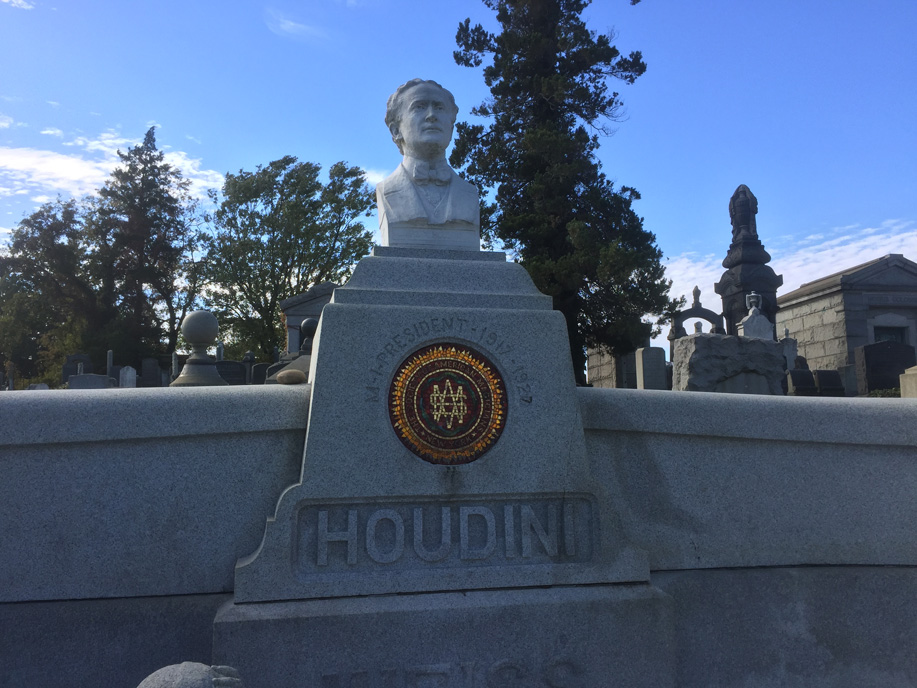 engraved handcuffs on Houdini grave