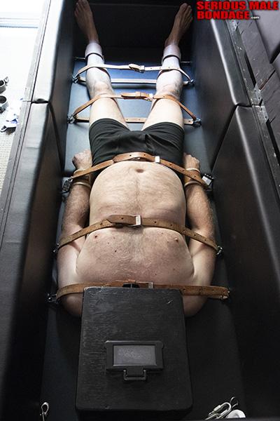 male BDSM metalbond