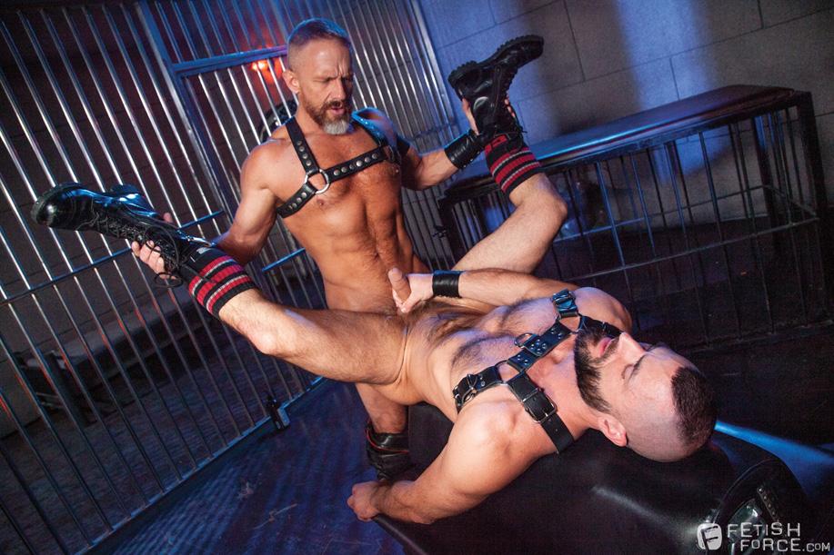 male bondage Dirk Caber