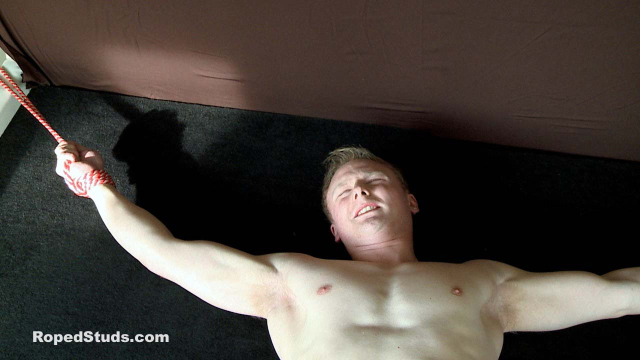 Bondage stud Keith gets roped to the bed