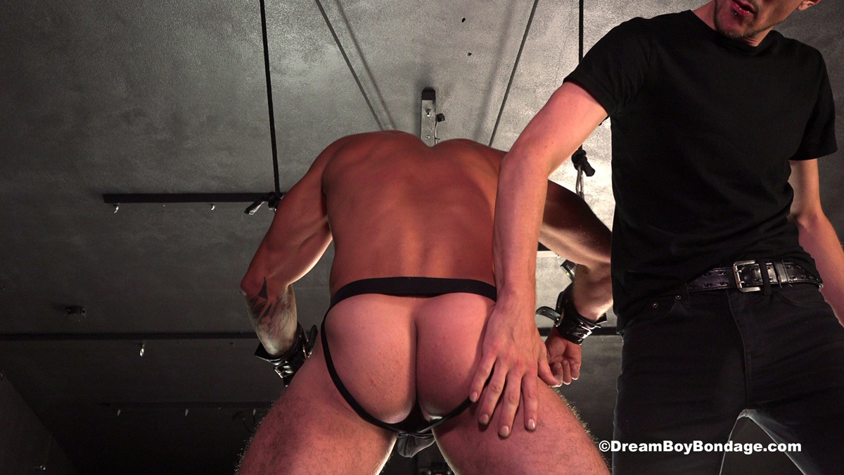 Brazilian muscle-stud Julian is sliced repeatedly with a single-tail whip