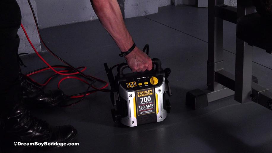 Bodybuilder Stefano is tortured on the bench press