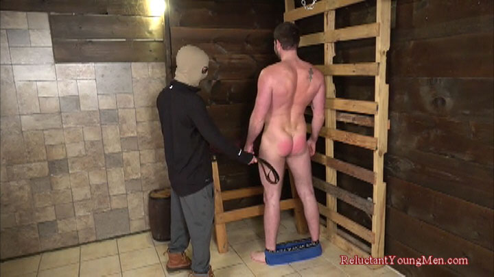 Male BDSM: Taylor takes a beating from a smaller guy