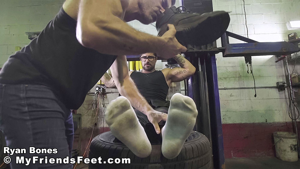 gay porn Bondage and tickling at the auto repair shop