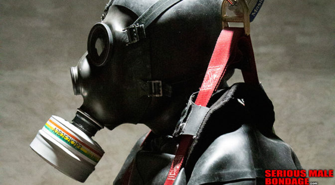 Male bondage pictures: Show me your gas mask!